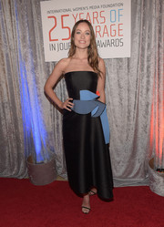 Olivia Wilde donned a black and blue Roksanda strapless dress, featuring architectural detailing along the waistline, for the IWMF Courage in Journalism Awards.