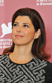 Marisa Tomei's shoulder-length style at the 68th Venice Film Festival was surely '60s-inspired.  There was a lot of volume through the crown and hair was swept up and away from her face. The ends were then curled up to give her tresses more bounce.