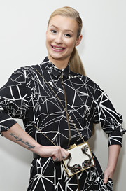Iggy Azalea showed off a cute chain-strap hard-case bag during her visit to the 'Elvis Duran Z100 Morning Show.'