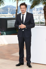 Jeremy Renner chose a classic dark navy two-piece suit for his look at 'The Immigrant' photocall at Cannes.