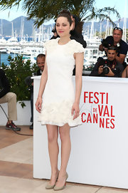 Marion Cotillard stunned in a 3D floral embroidered white frock at the photo call for 'The Immigrant.'