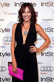 Sarah Wilson showed off her plunging neckline by highlighting it with a square pendant necklace.