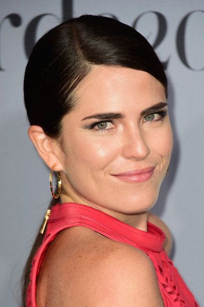 Karla Souza sported a slicked-down, side-parted ponytail at the InStyle Awards.