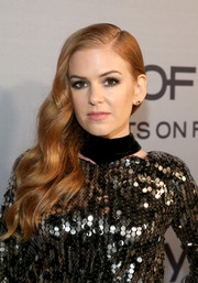 Isla Fisher worked a glamorous side sweep at the InStyle Awards.