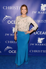 Kate Walsh chose an electric blue skirt to add some color and pizazz to her evening look.