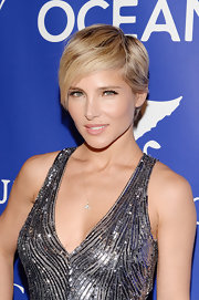 Elsa Pataky looked fresh and glowing at the Oceana Ball in NYC, especially with this pale pink lip.