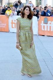 Marisa Tomei looked like a '60s glam queen in this long brocade evening dress.