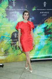 Marisa Tomei went for an ultra-girly vibe at the Fragrance Foundation Awards in a scarlet Giambattista Valli cocktail dress with voluminous ruffle sleeves.