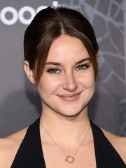 Shailene Woodley sported a retro-chic ponytail at the NYC premiere of 'Insurgent.'