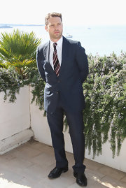 In his tailored navy blue suit and striped tie, Jason sure has come a long way from the Peach Pit!