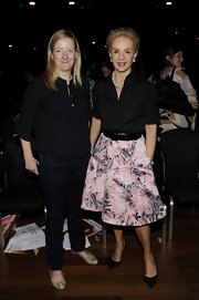 Carolina Herrera finished off her ladylike ensemble with a pair of bow-embellished black pumps.