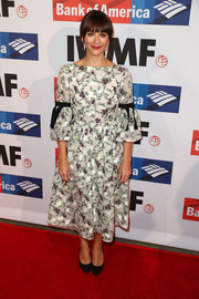Rashida Jones charmed in an Erdem floral dress with bell sleeves and black ribbon detailing at the 2017 Courage in Journalism Awards.