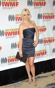Anna Faris looked lovely in glittery silver peep toe pumps.