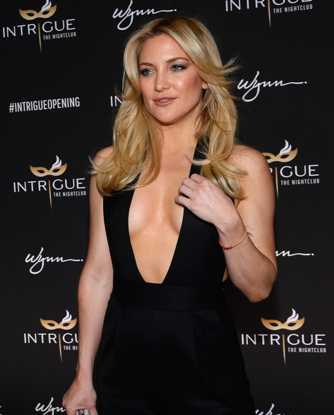 More Pics of Kate Hudson Box Clutch (2 of 11) - Clutches Lookbook - StyleBistro [hair,hairstyle,blond,dress,little black dress,long hair,muscle,smile,eyelash,brown hair,nightclub grand opening,opening,wynn las vegas,intrigue nightclub,nevada,kate hudson]