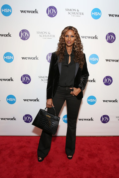 Iman completed her simple yet smart ensemble with a velvet tux jacket.