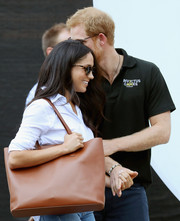 Meghan Markle was spotted at the Invictus Games 2017 carrying an oversized tan leather tote from Everlane.