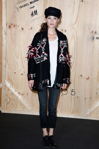 Astrid Berges Frisbey kept the rest of her look casual and comfy with a pair of cuffed jeans and leather lace-up shoes.