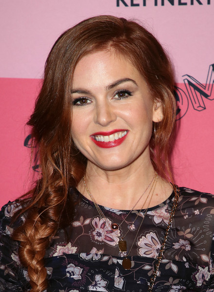 Isla Fisher Loose Braid [hair,face,hairstyle,eyebrow,lip,blond,chin,beauty,skin,brown hair,refinery29,reality,los angeles,29rooms,california,the reef,arrivals,isla fisher]