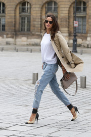 The best part of Izabel Goulart's outfit has got to be these incredible beige-and-white pumps. We love the contrast between elegantly sexy shoes and the post-punk urban reference of her designer denim. Walk that walk, Izabel.