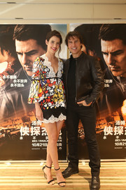 Cobie Smulders attended the Beijing fan screening of 'Jack Reacher' wearing a colorful lace-trimmed blouse by Reem Acra.