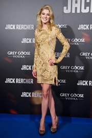 Rodamund got leggy in this gold embroidered sheath dress at the 'Jack Reacher' Madrid premiere.