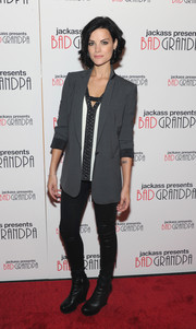 Jaimie topped off her premiere look with a tailored grey blazer.