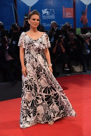 Natalie Portman looked effortlessly glam in a black-and-white lace gown by Valentino at the Venice Film Festival premiere of 'Jackie.'