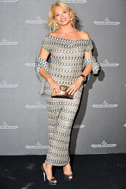 Simona Ventura looked super chic in her off-the-shoulder maxi dress.