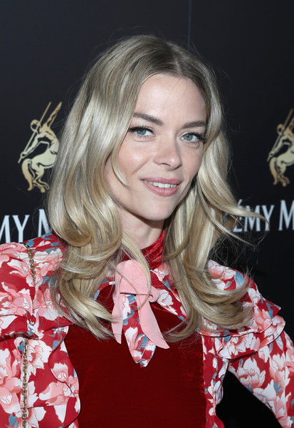 Jaime King Long Wavy Cut [the exceptional,hair,hairstyle,blond,beauty,lip,premiere,long hair,layered hair,eyelash,fashion accessory,remy martin hosts a special evening with jeremy renner,jaime king,remy martin,west hollywood,california,eric buterbaugh floral,fetty wap celebrating the exceptional]