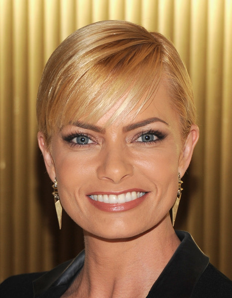 Jaime Pressly Short Cut With Bangs [face,hair,hairstyle,eyebrow,blond,chin,forehead,lip,head,beauty,arrivals,jaime pressly,peace over violence humanitarian awards,california,los angeles,dorothy chandler pavilion]