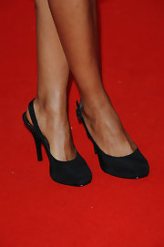 Naomie Harris topped her all black look off with a pair off with black slingback heels. She went the safe route with her black heels instead of adding some much needed color to her ensemble.