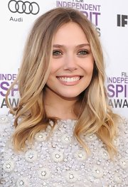 Elizabeth Olsen wore her blond locks in long loose waves at the 2012 Independent Spirit Awards.
