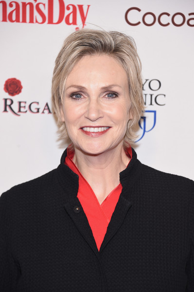Jane Lynch Layered Razor Cut [hair,hairstyle,eyebrow,skin,blond,lip,magazine,white-collar worker,premiere,smile,womans day red dress awards,jazz,new york city,lincoln center,jane lynch]