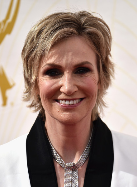Jane Lynch Layered Razor Cut [hair,face,facial expression,hairstyle,chin,skin,blond,smile,wrinkle,forehead,arrivals,jane lynch,microsoft theater,los angeles,california,primetime emmy awards]