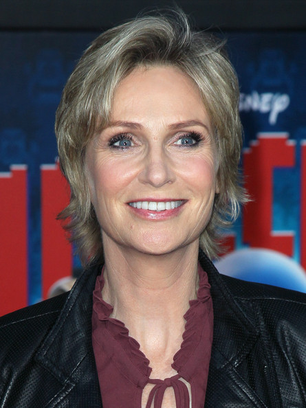 Jane Lynch Layered Razor Cut [wreck-it ralph,hair,face,hairstyle,blond,eyebrow,chin,layered hair,lip,feathered hair,smile,arrivals,jane lynch,el capitan theatre,california,hollywood,walt disney animation studios,premiere,premiere]