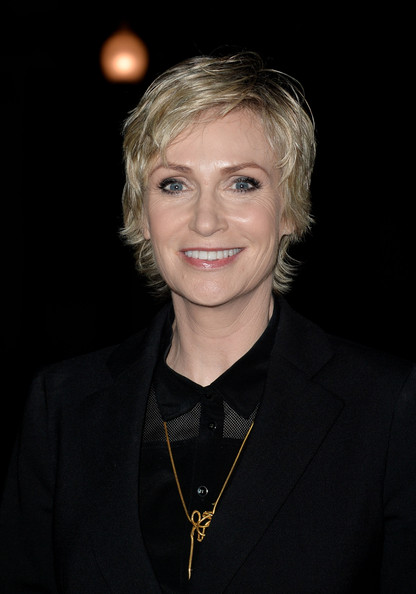 Jane Lynch Layered Razor Cut [red carpet,hair,blond,official,smile,photography,portrait,jane lynch,california,los angeles,paramount theatre,annual make-up artists,annual make-up artists and hair stylists guild awards]