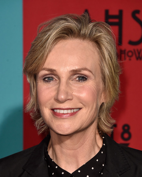 Jane Lynch Layered Razor Cut [american horror story: freak show,hair,face,hairstyle,eyebrow,blond,chin,forehead,lip,smile,layered hair,arrivals,jane lynch,tcl chinese theatre,california,hollywood,premiere screening of fx,premiere screening]