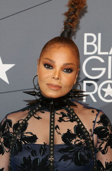 Janet Jackson Studded Choker [2018 black girls rock,hair,hairstyle,beauty,fashion,fashion design,black hair,ringlet,croydon facelift,eyelash,arrivals,red carpet,janet jackson,new jersey performing arts center,newark,black girls rock]