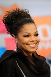 Janet arrived at the BET studios sporting her natural curls in a bun, which she topped off with a cite black head band.