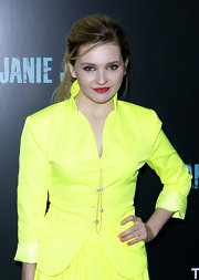Abigail Breslin wore  a long pearl chain necklace at the NYC screening of 'Janie Jones.'