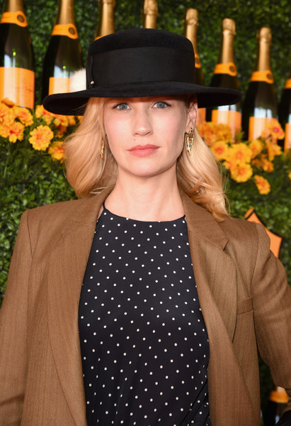 January Jones Gold Dangle Earrings [clothing,hat,fashion,street fashion,headgear,fedora,lip,fashion accessory,outerwear,neck,january jones,veuve clicquot polo classic,red carpet,los angeles,pacific palisades,california,will rogers state historic park]