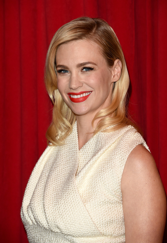january jones hair stylebistro january jones medium wavy cut shoulder length hairstyles