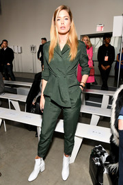 Doutzen Kroes chose a forest-green jumpsuit by Jason Wu when she attended the label's Fall 2018 show.