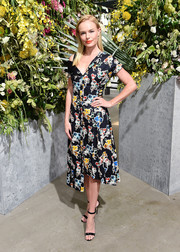 Kate Bosworth finished off her dress with black ankle-strap sandals by Manolo Blahnik.