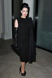 Dita completed her Jean Paul Gaultier dress and Louboutin pumps with a crocodile clutch.