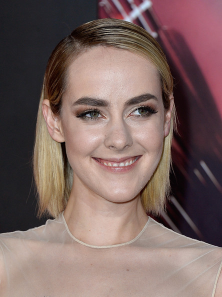 Jena Malone Side Parted Straight Cut [the hunger games: catching fire,the hunger games,hair,face,eyebrow,hairstyle,blond,chin,lip,beauty,forehead,skin,arrivals,jena malone,california,los angeles,nokia theatre l.a. live,lionsgate,cathching fire,premiere]