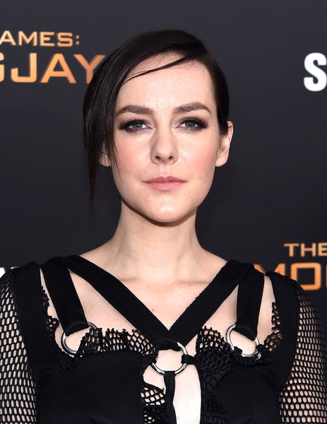 Jena Malone Chignon [the hunger games: mockingjay - part 2,hair,face,eyebrow,lip,hairstyle,skin,beauty,chin,neck,dress,new york premiere,jena malone,new york,theater,lincoln square,amc loews,premiere]