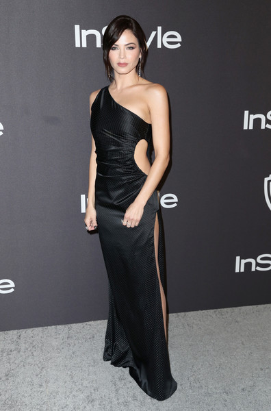 Jenna Dewan Cutout Dress [dress,clothing,shoulder,fashion model,gown,fashion,hairstyle,cocktail dress,carpet,strapless dress,jenna dewan,beverly hills,california,the beverly hilton hotel,instyle,golden globes,warner bros.,arrivals,party]