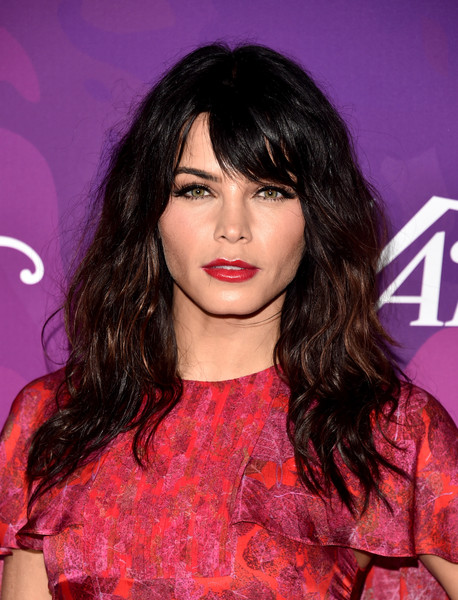 Jenna Dewan-Tatum Long Wavy Cut with Bangs