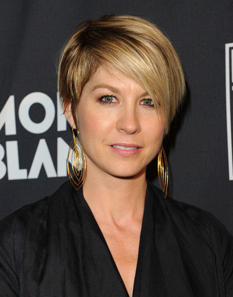 Jenna Elfman Short Emo Cut [montblanc presents the 24 hour plays la,hair,face,hairstyle,blond,eyebrow,chin,bangs,layered hair,forehead,bob cut,red carpet,jenna elfman,montblanc presents west coast,santa monica,california,the broad stage]